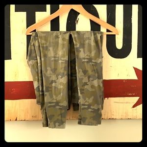 Two pairs camouflage leggings